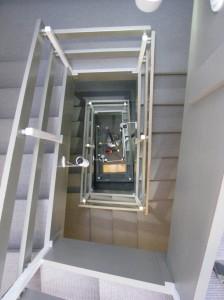treppenhaus im hotel von oben gesehen