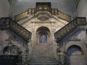 treppen in der kathedrale von burgos