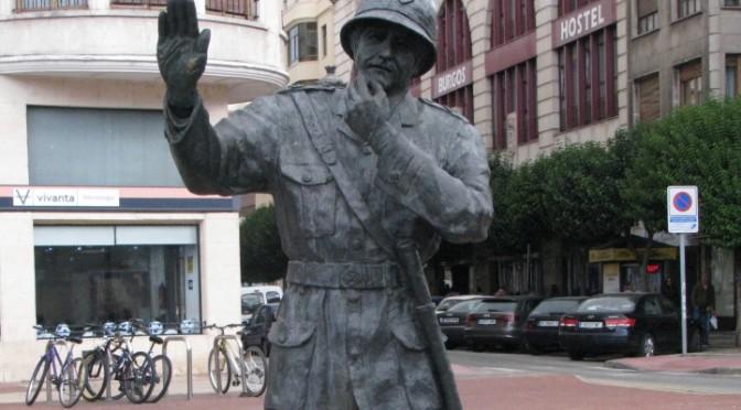 statue eines polizisten in burgos